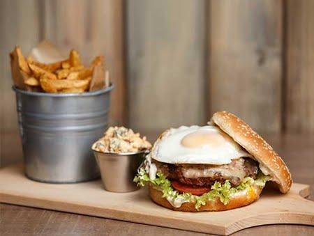 Imagine cu fried egg burger