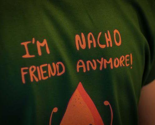 Imagine cu tricoul Nacho Friend de la Pokka.