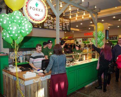 Imagine de la inaugurarea standului Pokka de la Iulius Mall Cluj.