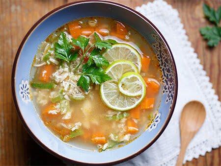 Imagine cu supă din piept de pui cu lime de la POKKA