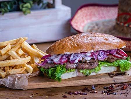 Sandwich Asada Pork cu cartofi prajiti